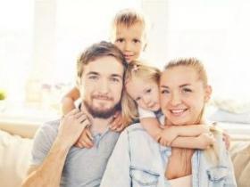 父母教育孩子一个唱红脸一个白脸好不好?